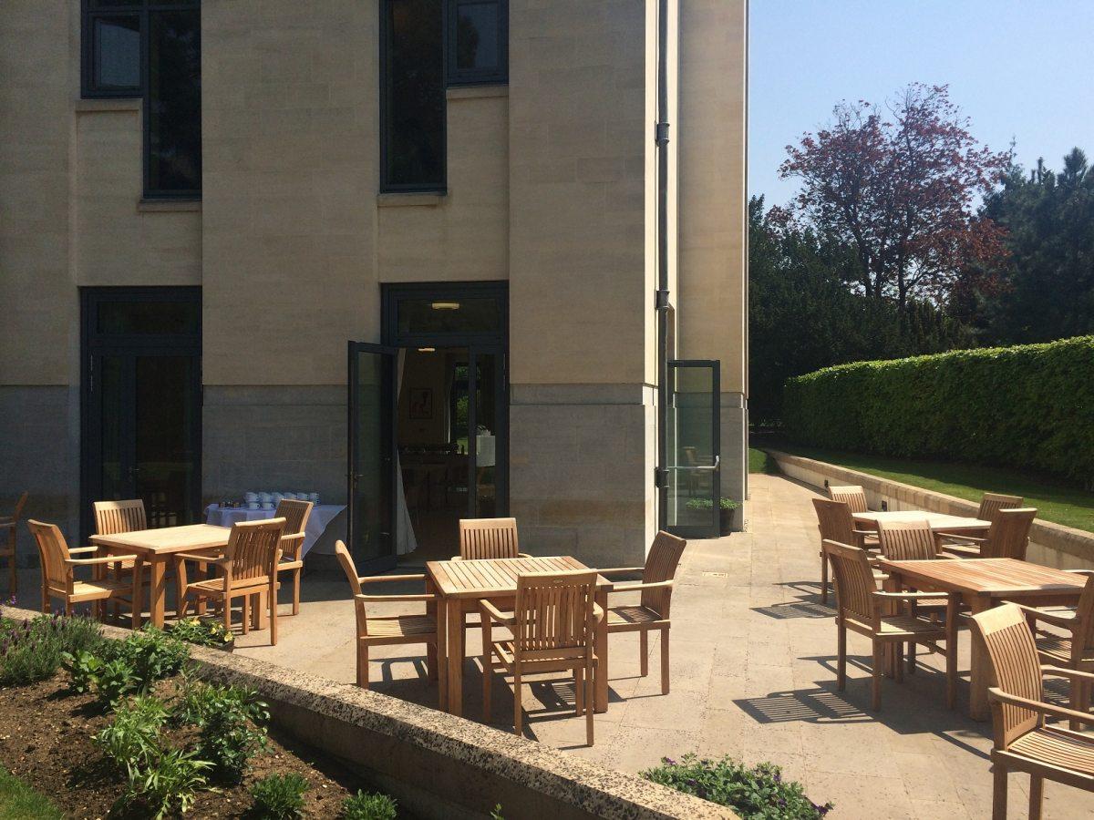 Cavonius Centre - patio