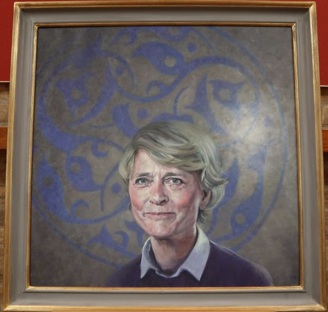 A close up of the portrait, painted by distinguished British artist David Cobley. It shows Professor Patricia Crone against a circular Islamic arabesque